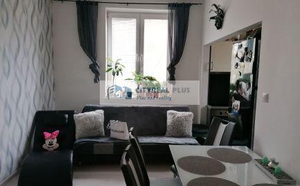 REZERVOVANÉ Ponúkame krásny 2 izbový tehlový byt s malou  záhradkou