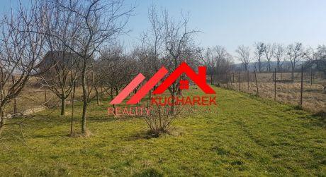 Kuchárek- real:  Znížená cena!!!  Rovinatý pozemok v Smoleniciach