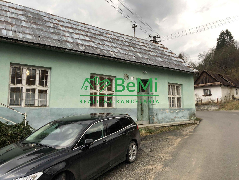 Dom v obci Zubák