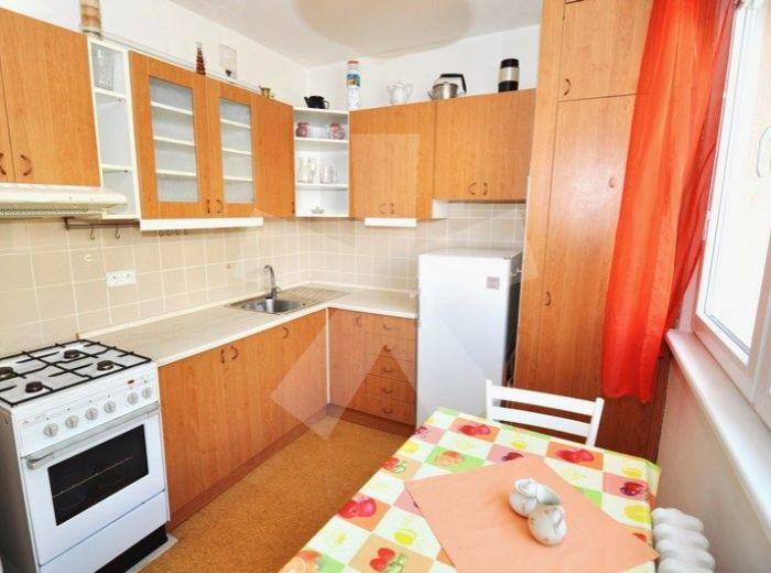 PREDANÉ - BODROCKÁ, 4-i byt, 82 m2, 4 - podlažná, ZATEPLENÁ bytovka, OBĽÚBENÁ ČASŤ SÍDLISKA, ihrisko, školy, obchody, BEZPROBLÉMOVÉ PARKOVANIE