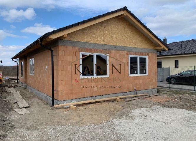 Rodinný dom - Kyselica - Fotografia 1