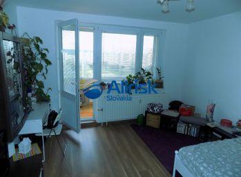 Priestranný 3 izbový byt v Petržalke na predaj