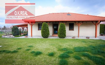 Ponúkame na predaj krásny 5-izbový rodinný dom s bazénom v obci Malá Lúč, okres DS, 20min od Bratislavy
