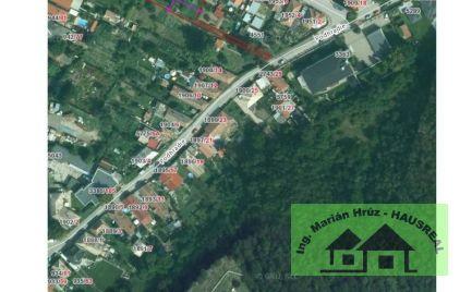 Pekný pozemok pre rodinný dom v Leviciach blízko centra .