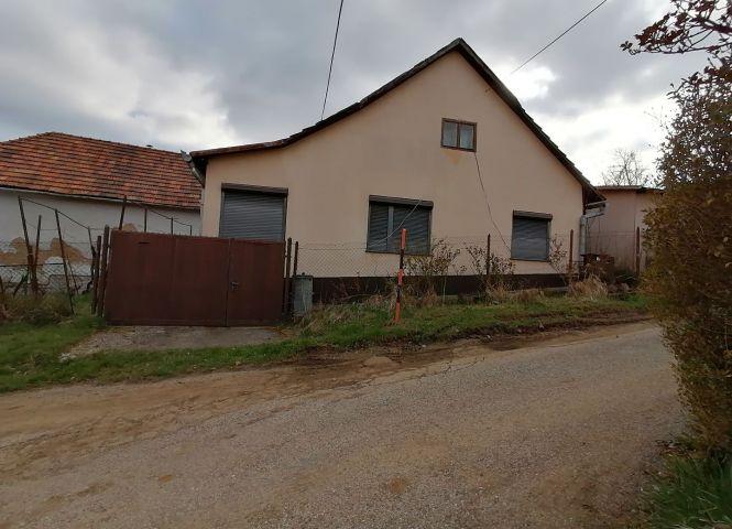 Rodinný dom - Pukanec - Fotografia 1