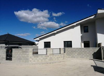 Priestranný 6-izbový bungalov so samostatným pozemkom