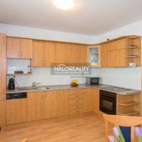 3 izbový byt, Bratislava-Dúbravka, 93 m², Čiastočná rekonštrukcia