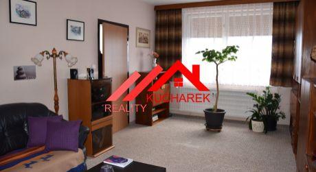 Kuchárek-real: Ponúka 3 izbový byt v pôvodnom, udržiavanom stave. Pezinok.