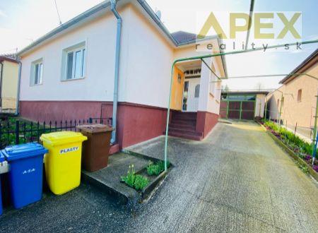 Exkluzívne APEX reality 4i. Rd v tichej lokalite kúsok od centra HC, dvojgaráž, poz. 1089 m2