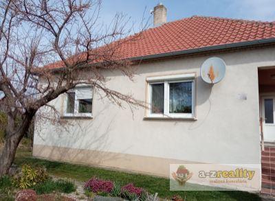 Ponúkame na predaj pekný rod.dom v obci Zemianska Olča