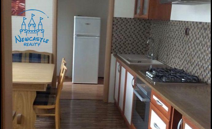 Veľký 3 izbový byt na prenájom v skvelej lokalite