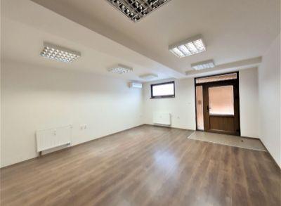 NA PRENÁJOM - Nebytový priestor pre služby, kanceláriu v centre - prízemie