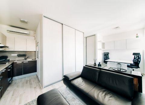 REZERVOVANÝ útulný 1 izbový byt v centre mesta s dvomi parkovacími státiami  na Jelenej ulici