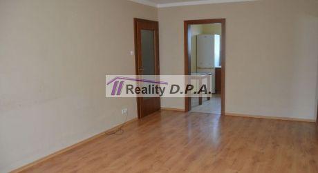 Ponúkame na predaj veľký 1 izbový byt Martin-Košúty s loggiou