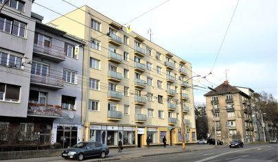 PREDAJ – Výborný 2 izbový byt s 2 balkónmi – Záhradnícka ul. TOP PONUKA!
