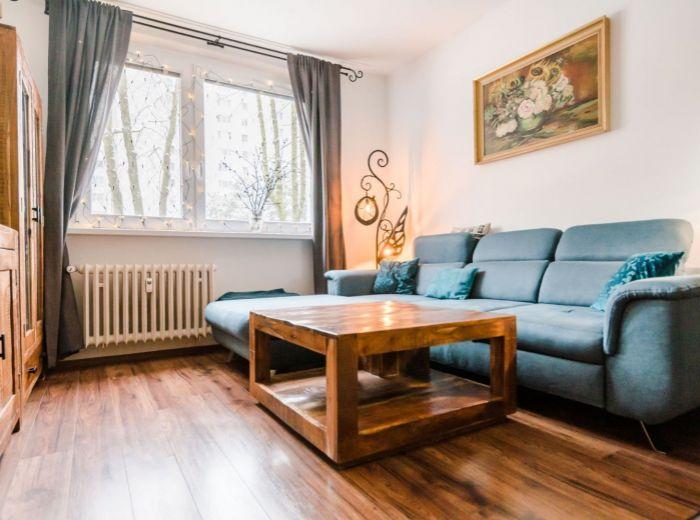 KPT. J. RAŠU,2-i byt, 53 m2 – TICHÁ LOKALITA, nepriechodné izby, ZELEŇ, BEZPROBLÉMOVÉ parkovanie
