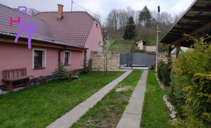 Na predaj rodinný dom v malebnej obci obklopenej Malými Karpatmi, Dobrá Voda, len 70 km od Bratislavy, vhodný aj na chalupárčenie.
