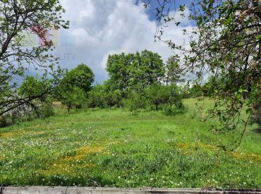 pozemok v obci Mikušovce