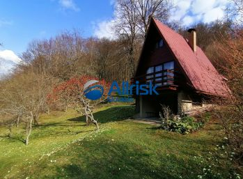 EXKLUZÍVNE! Rekreačná chata v obci Malé Košecké Podhradie pri Zliechove.