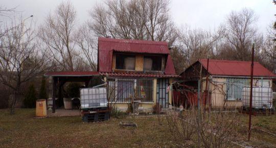 Na predaj murovaná záhradná chatka 22 m2 so záhradou 670 m2 Prievidza FM1073