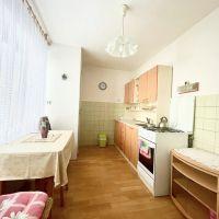 2 izbový byt, Považská Bystrica, 65 m², Čiastočná rekonštrukcia