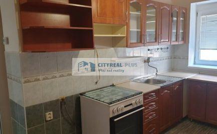Predám 2 izbový byt v tehlovej bytovke, uzavretý dvor CENTRUM Nové Zámky