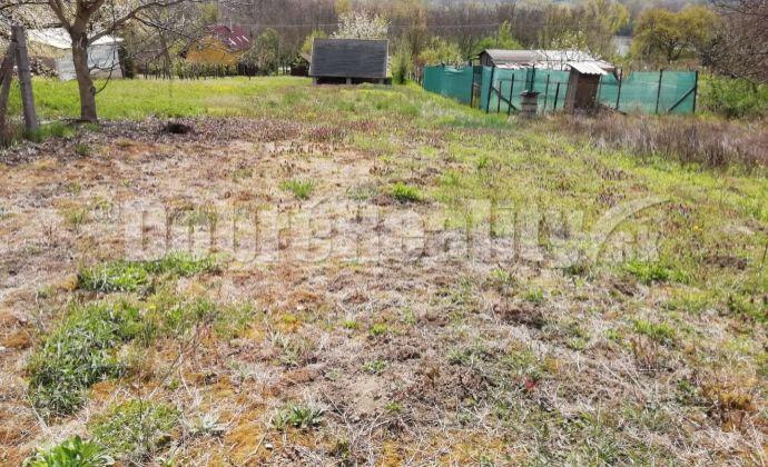 Na predaj záhrada v chatovej oblasti obce Chľaba