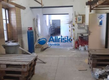 EXKLUZÍVNE!!! Veľký obchodný priestor v obci Hronský Beňadikt.
