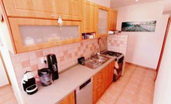 Exkluzívna ponuka !!! Predaj  zrekonštruovaného 3 izb.bytu s balkónom a klimatizáciou v TOP lokalite v Nových Zámkoch