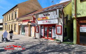Ponúkame Vám na prenájom obchodný priestor na ulici Hviezdoslava v Trenčíne. Jedná sa o prednú časť predajne KODAK EXPRESS o rozlohe cca35m2.