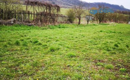 Stavebný pozemok bez susedov v obci Fintice, 930 m2 + cesta