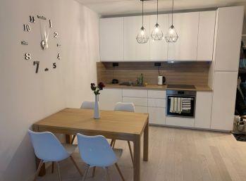 BA II. Na prenájom 2 izbový byt na Tomašikovej ulici v NIDO