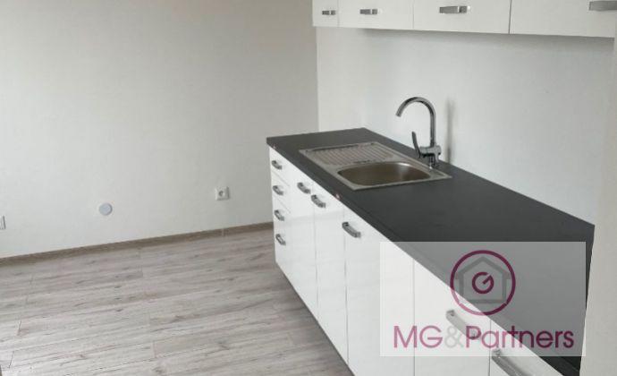 Výhodné bývanie/podnikanie! 4-izbový rodinný dom v Trnave, celková nová rekonštrukcia, garáž, pozemok 690 m2, v blízkosti obchvatu!