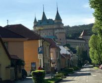 Na predaj pozemok 993 m2 na stavbu rodinného domu kúpeľné mesto Bojnice FM1077