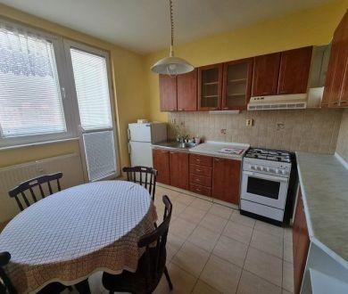 Exkluzívne u nás. Ponúkame na predaj pekný 3 izbový byt nachádzajúci sa na Lietavskej ulici v mestskej časti Petržalka.