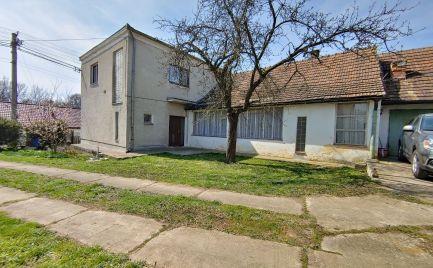 Exkluzívna ponuka! Na predaj dvojpodlažný rodinný dom v obci Hlboké.