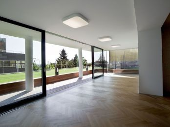 PROMINENT REAL predá luxusnú mestskú vilu s bazénom vo vyhľadávanej lokalite Bratislavy v srdci Palisád.