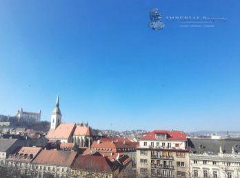 PREDAJ - Veľký 2 izbový byt s terasou priamo na Hviezdoslavovom námestí, Bratislava - Staré Mesto