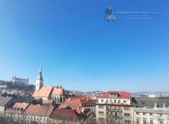 PREDAJ - Veľký  atraktívny 2 izbový byt s terasou priamo na Hviezdoslavovom námestí, Bratislava - Staré Mesto