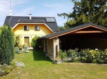 Predaj 4 - izbového rodinného domu s veľkým pozemkom 2600m2, Macov