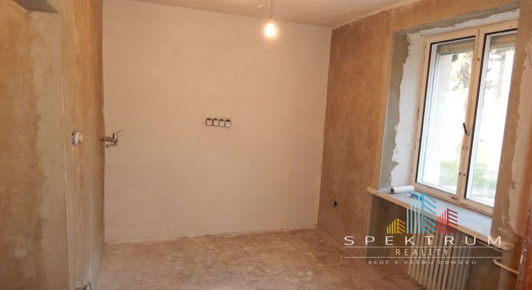 REZERVOVANÉ-MASTER REAL-Na Predaj 1-izbový byt 29 m2, Handlová, ul.29.Augusta