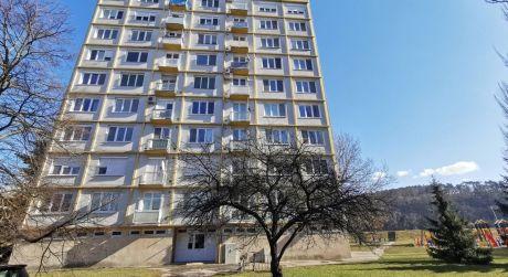 Zaujímavý 2 izb. byt /balkón, výťah/ Piešťany REZERVOVANÝ