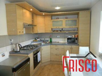 Predáme väčší 2-izbový kompletne zariadený byt v Seredi