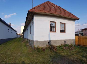 ZNÍŽENÁ CENA. Skvelá lokalita. Na predaj dom v Snine (N008-12-JOHA)