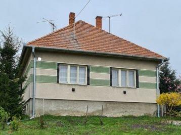 Exkluzívne predaj rodinného domu s veľkým pozemkom v peknom prostredí