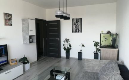 Rezervované! Doporučujem! Exkluzívny, veľmi pekne, moderne zrekonštruovaný 3. izbový byt s nábytkom Senica.