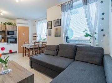 Predaj sympatického 2 (3) - izbového bytu v tehlovej novostavbe bytového domu, Hroznová ulica, Pezinok
