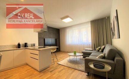 Ponúkame na prenájom krásny, štýlový 2-izbový byt s parkovacím miestom na Dunajskej ulici v centre Starého Mesta v blízkosti Tesca na Kamennom námestí