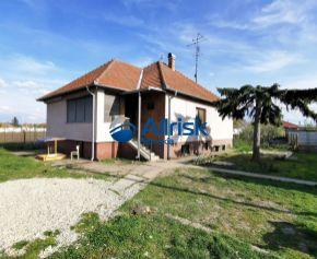 Predaj RD 4+1 s veľkým pozemkom v obci Žihárec.