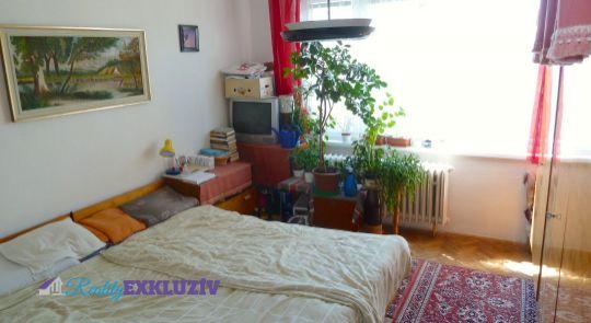 Na predaj 4 izbový byt, Poltár /loggia, šatník, špajza, pivnica, výťah/